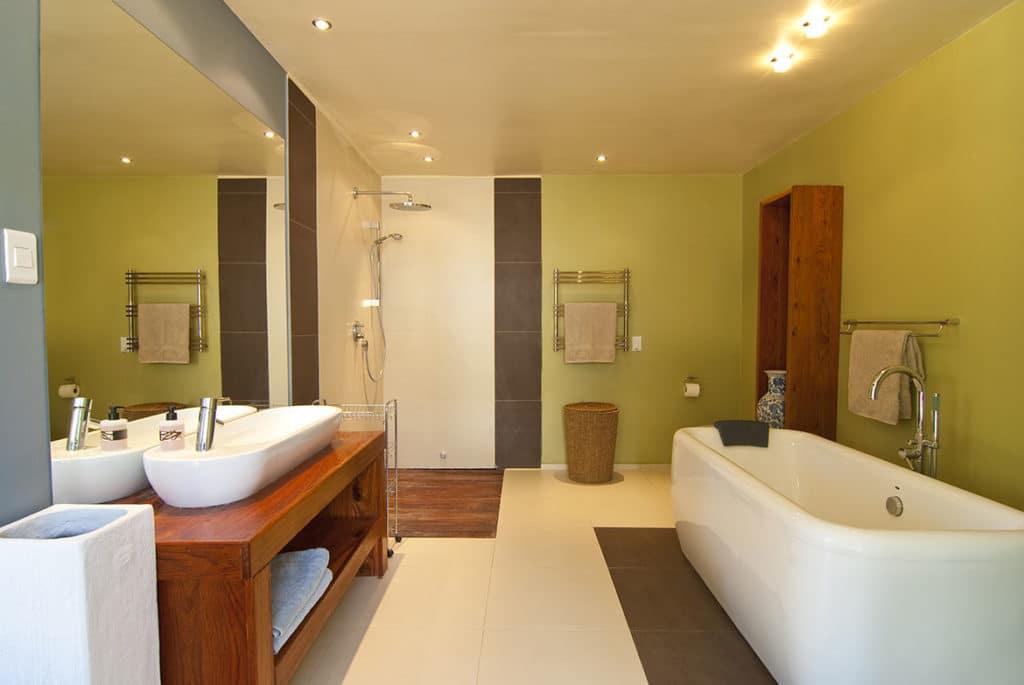 London Painter Decorators Pastel Bathroom